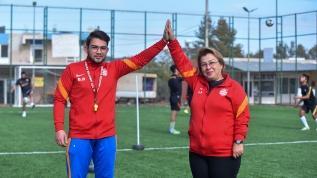 Oğlu için futbol kulübü kurdu