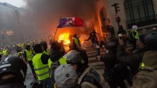 Fransa'da Macron istifa sesleri