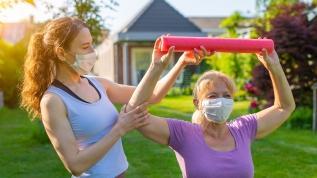 Alzheimer hastalarının egzersiz yapması şart