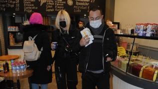 Serdar Ortaç ve sevgilisi Seçil Gür'den yasak öncesi waffle keyfi
