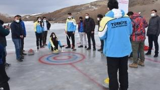 Kars Çayı'nda curling maçı