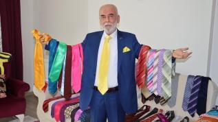 Günde 3 kez kravat değiştiriyor