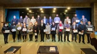 Mestan Özcan AK Parti'ye katılan birçok üyeye sertifikalarını takdim etti