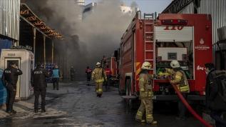 Küçükçekmece'deki geri dönüşüm tesisinde çıkan yangın kontrol altına alındı