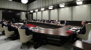 Gözler yarınki Kabine toplantısında olacak! Yeni dönem başlıyor mu?