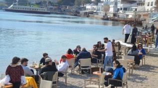 Bodrum'da, kontrollü normalleşmeyle birlikte lokanta ve kafeler müşterilerini ağırlamaya başladı