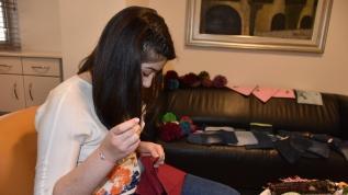 Beyin tümörünü yendi: Kanserli çocuklar için çanta satıyor