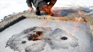 Erzurum daki Su yüzeyindeki köpüklerin yanmasının nedeni araştırılıyor
