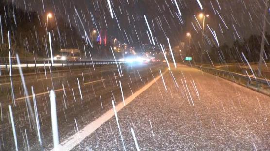 İstanbul'da kar yağışı sürücülere zor anlar yaşattı