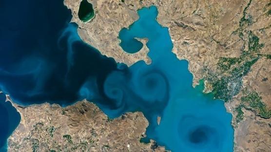 Emine Erdoğan'dan destek çağrısı: Oylar Van Gölü'ne