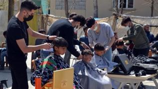 Köy çocuklarının kuaför mutluluğu