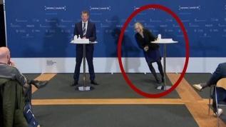 Basın toplantısı sırasında bir anda yere yığıldı