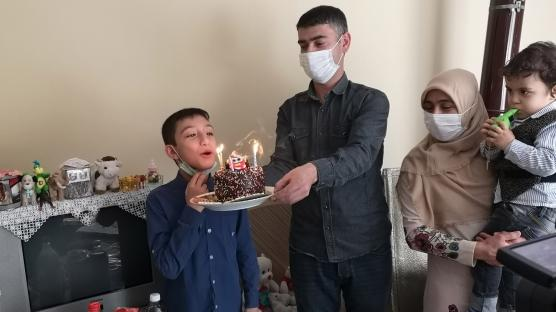 11 yaşında ilk kez pastalı kutlama