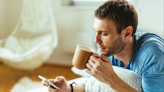 Kahve içmek dişleri koruyor