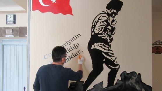 Dokunduğu duvarı tabloya çeviriyor