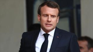 """Macron'un """"çizgisi"""" başörtüsüne takıldı"""