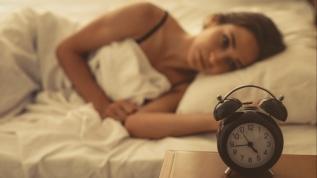 Uyku tutmayanlar, gece saate bakmayın