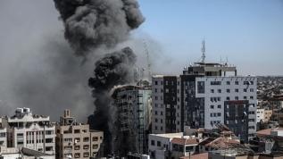 İsrail Gazze'de bakanlık binalarını bombaladı