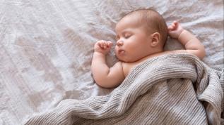 Bebek sırt üstü uyutulmamalı