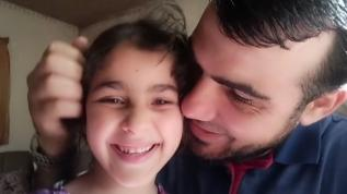 Hava saldırılarından korkan kızlarını teskin etmişti... Gazzeli babadan acı haber