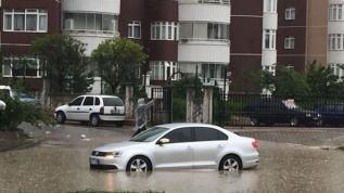 Ankara'da yağmur yağışı sonrası yollar göle döndü