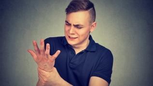 Telefonunuzu sık düşürüyorsanız dikkat! Karpal tünel sendromu olabilir