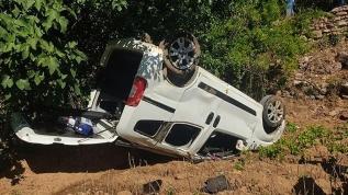 Kına gecesine gidenlerin bulunduğu araç devrildi: 10 yaralı