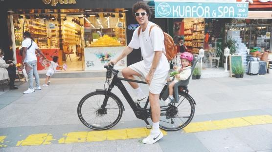 Baba -kız  bisiklette
