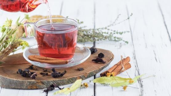Boğaz dostu karanfil çayı