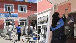 Polisler köy okulunu yeniledi