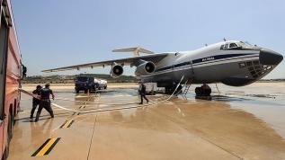 Orman yangınlarını söndürme çalışmalarına destek veren Rus uçakları, ikmali İzmir'de yapıyor