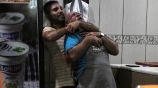 Antalya'da dehşet anları! Boğazına bıçak dayadığı ustasını, 5 saat rehin aldı