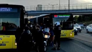 Ataşehir'de İETT otobüsünün balataları yanınca yolcular araç değiştirdi