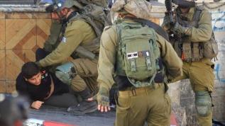 Terör devleti İsrail, 10 yaşındaki çocuğu gözaltına aldı