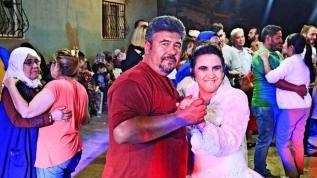 Mutlu eden temsili düğün... Gelinlik hayali engel tanımadı