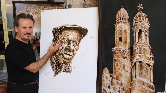 Ziftten ürettiği tabloları Berlin'de sergileyecek