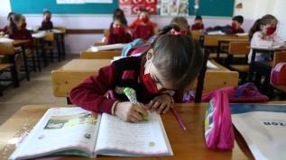 Bakan Özer: Okullar tatil olmayacak