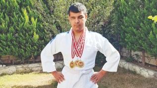 Görme engelli Ahmet'ten altın başarı