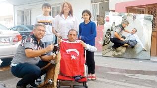 25 yıl tekerlekli tahtayla gezdi... Akülü sandalye sevinci
