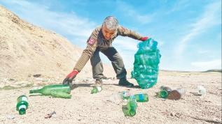 3 yılda 746 çuval cam şişe topladı
