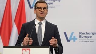 Polonya Başbakanı Mateusz Morawiecki, ülkesindeki Anayasa Mahkemesinin 'ulusal yasaların Avrupa Birliği (AB) yasalarından üstün olduğuna' yönelik kararına AB'den gelen eleştirilere karşılık, 'Tehdit dilini reddediyoruz. AB siyasetçilerinin Polonya'ya şantaj yapmasına izin vermeyeceğim.' dedi.