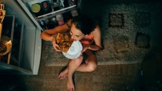 Gece yeme bozukluğu kadınlarda daha sık görülüyor