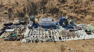 PKK'lı teröristlere ait mühimmat ve el bombaları ele geçirildi
