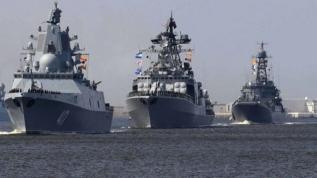 Rus savaş gemileri Japonya boğazından geçti