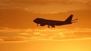 Yolcu hostese saldırdı: Uçak hem rota değiştirdi hem de acil iniş yaptı